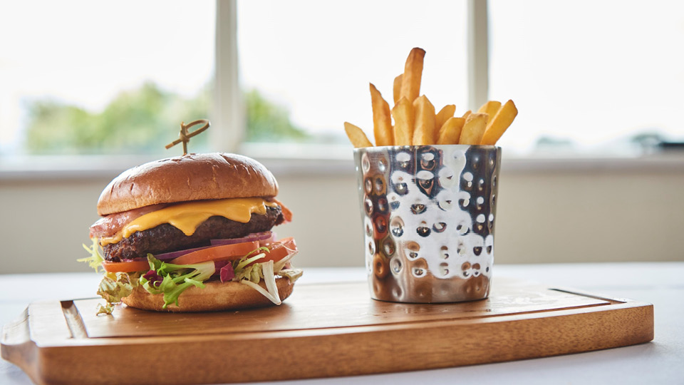 Toptracer Kids Menu Burger and Chips